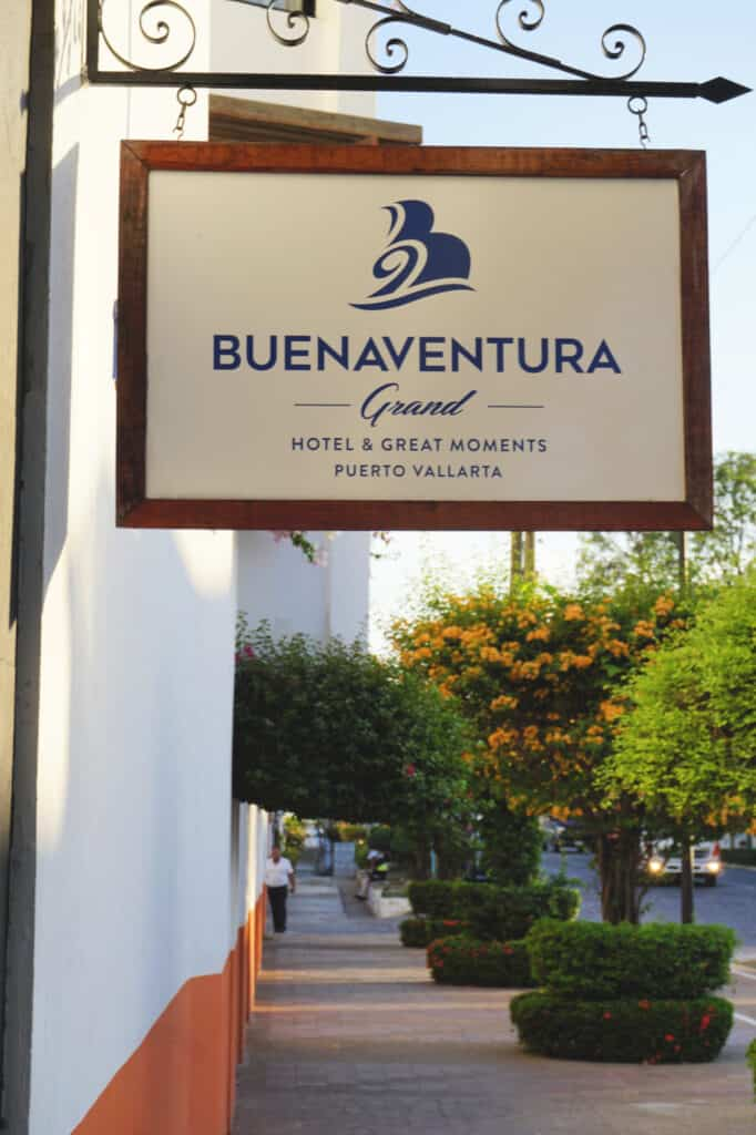 Buenaventura Grand sign