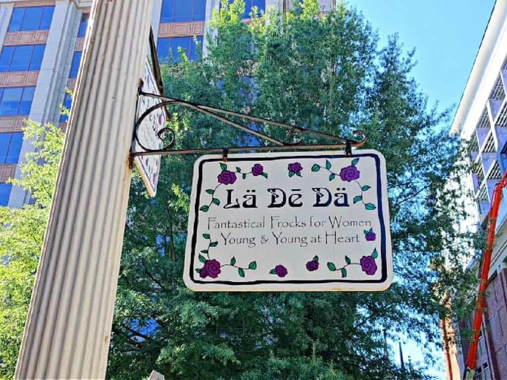 La De Da store sign