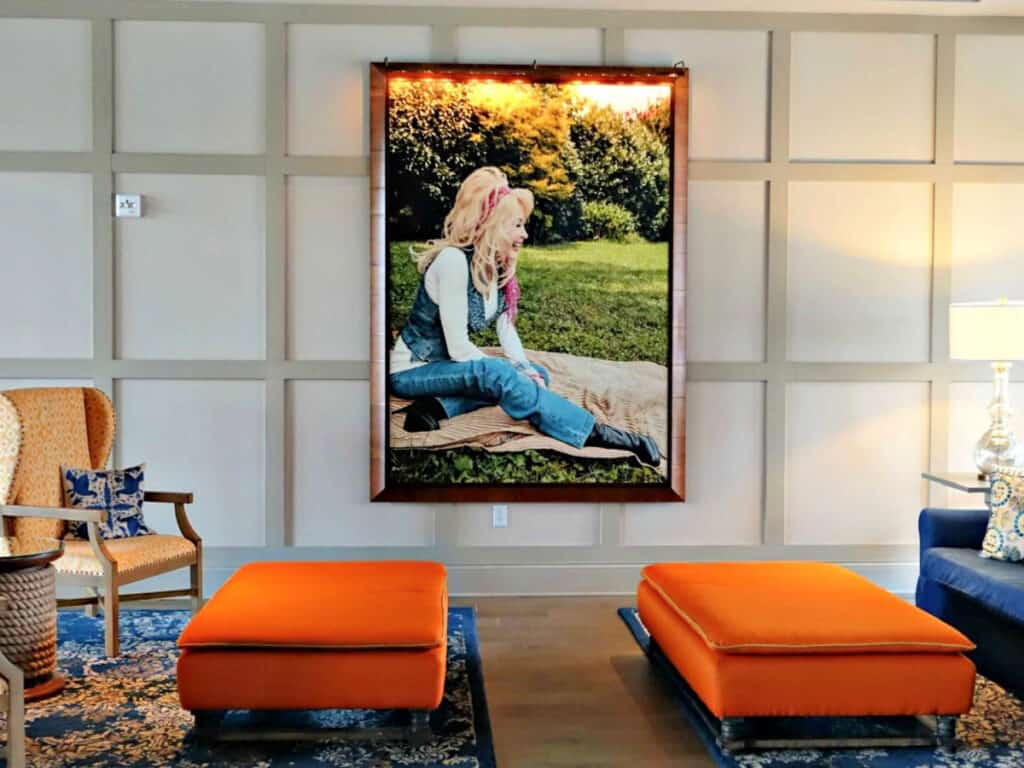 picture of Dolly Parton in lobby