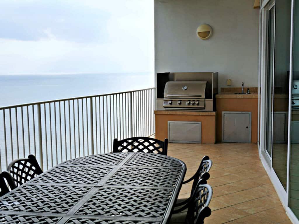 outdoor grilling deck