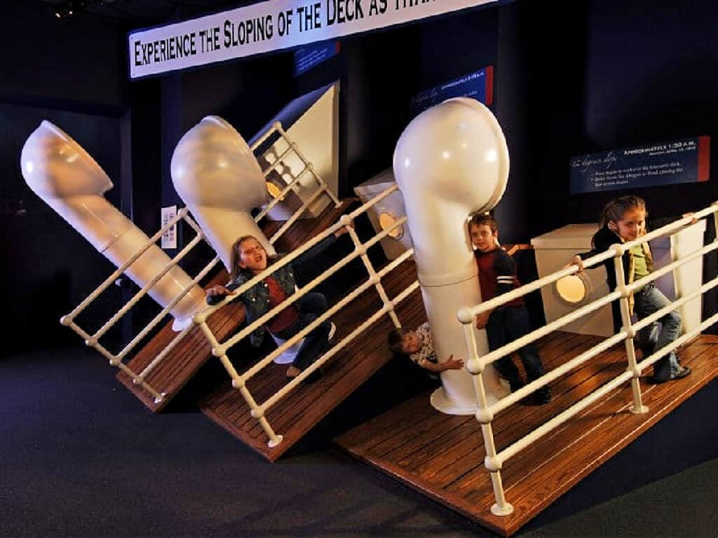 children playing in Titanic museum