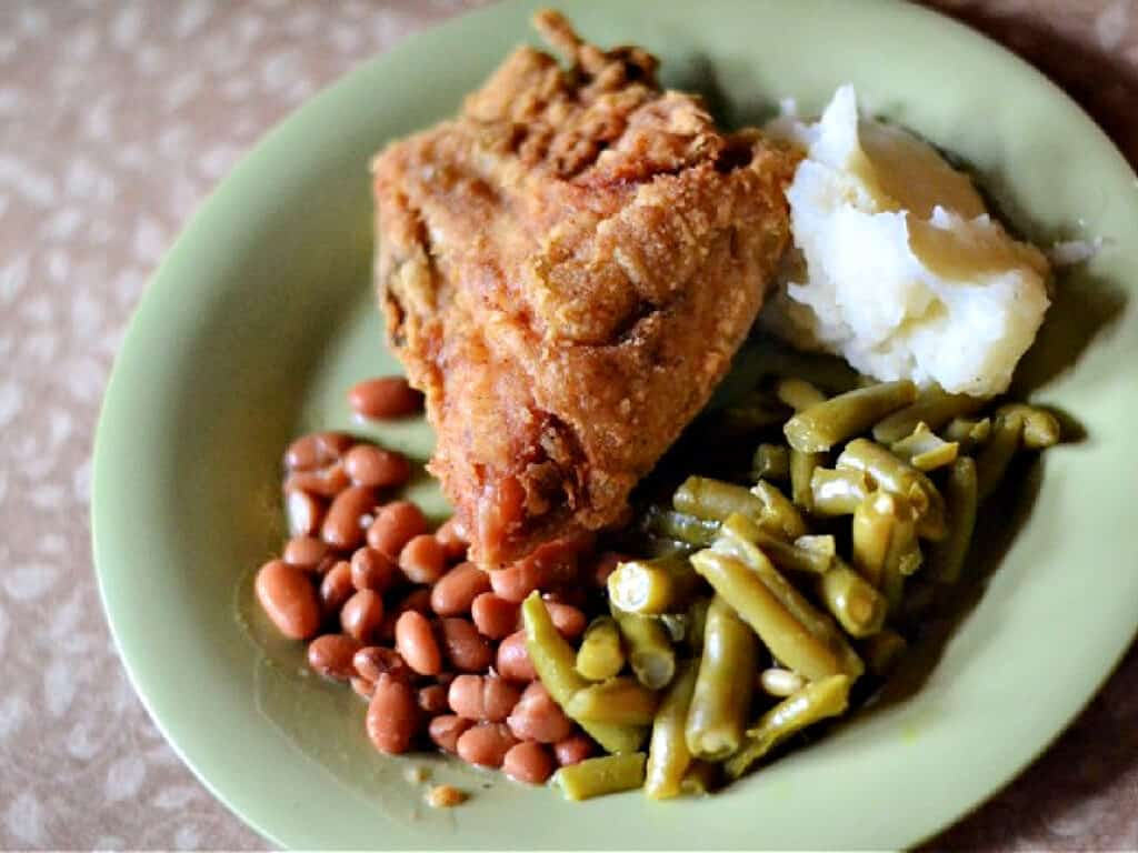 chicken dinner with mashed potatoes and green beans